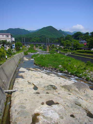 山寺紅葉川.jpg